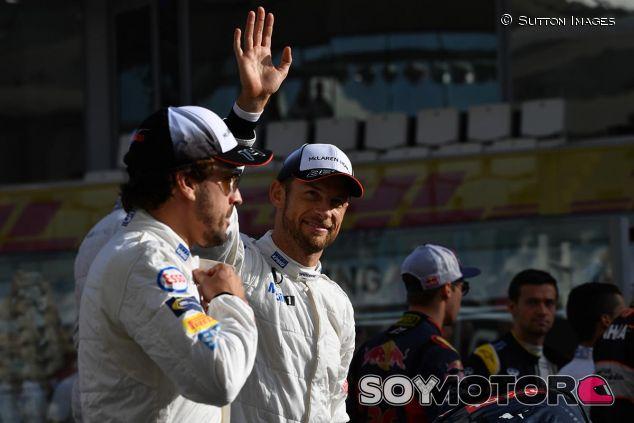Fernando Alonso y Jenson Button en Abu Dabi 2016 - SoyMotor