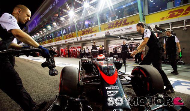 Jenson Button en la noche de Singapur - LaF1