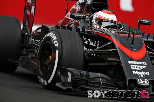 Button no pierde la confianza en McLaren y espera luchar en la zona delantera de la parrilla en 2016 - LaF1