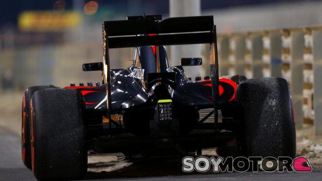 Jenson Button se vio forzado a abandonar en la octava vuelta - LaF1