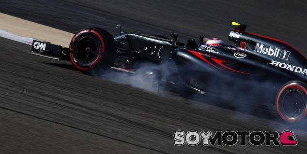 Jenson Button abandonó en Baréin por un problema con el motor