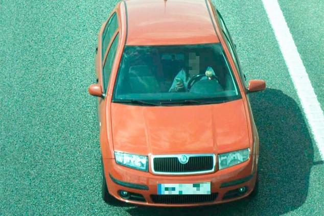 Usar el teléfono móvil al volante costará seis puntos del carnet - SoyMotor.com