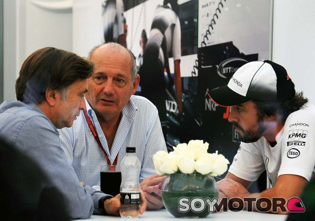 Jost Capito, Ron Dennis y Fernando Alonso en Japón 2016 - SoyMotor