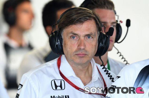 Jost Capito en el box de McLaren - SoyMotor