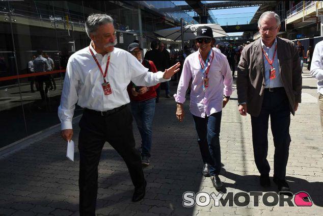 Chase Carey y Emerson Fittipaldi en Brasil - SoyMotor.com