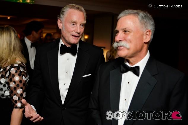 Sean Bratches (izq., director comercial) y Chase Carey (der., CEO) – SoyMotor.com