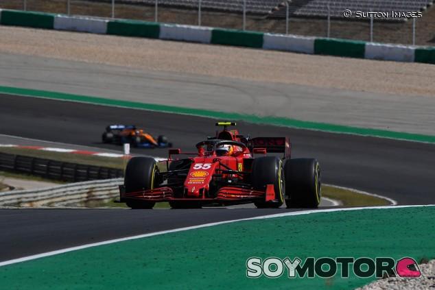 Ferrari sigue investigando la causa del graining de Sainz en Portugal - SoyMotor.com