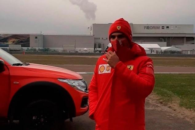 Carlos Sainz ya cuida a sus primeros (y pequeños) tifosi - SoyMotor.com