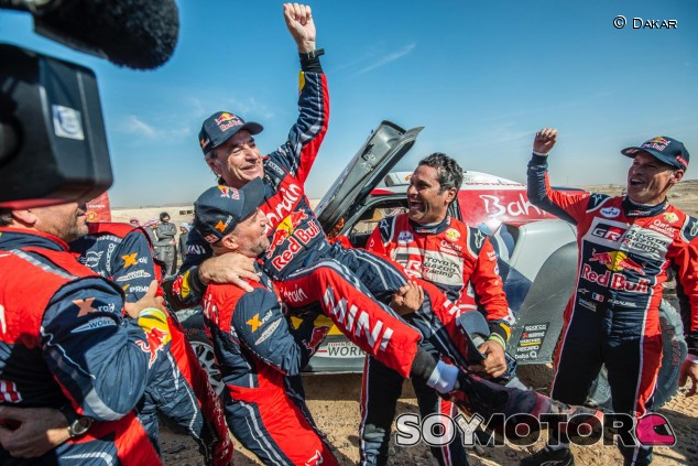 Carlos Sainz conquista su tercer Dakar para agrandar su leyenda - SoyMotor.com