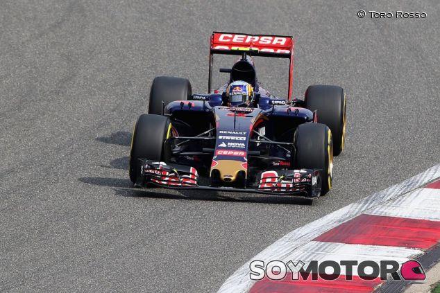 Carlos Sainz Jr. con el STR10 en Shanghai - LaF1.es