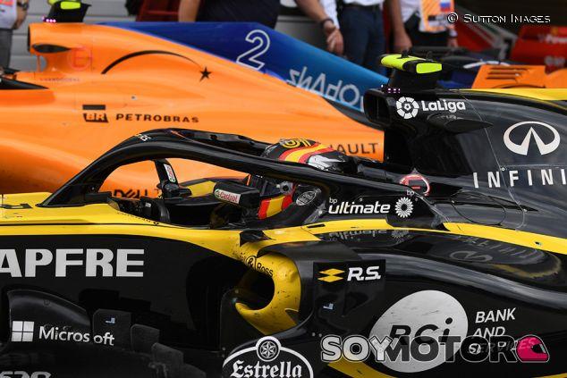 Carlos Sainz y el MCL33 en Sochi - SoyMotor.com