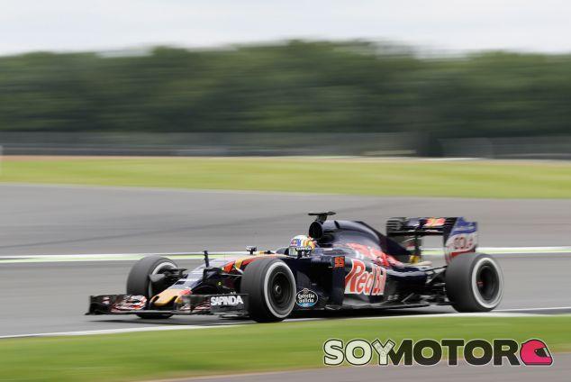 Carlos Sainz durante los test en Silverstone - LaF1