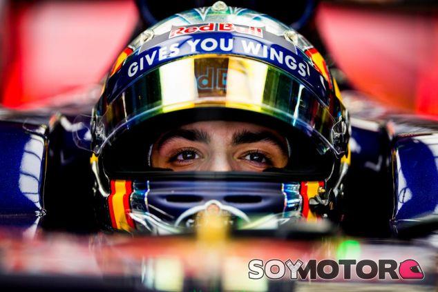 Carlos Sainz recibe alagos de David Coulthard - LaF1