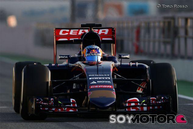 Carlos Sainz a los mandos del Toro Rosso STR10 - LaF1