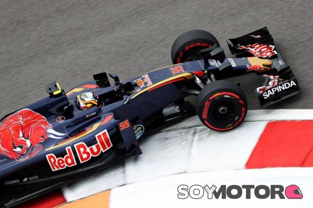 Carlos Sainz fue penalizado con diez segundos por el adelantamiento a Palmer - LaF1