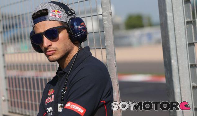 """Carlos Sainz Jr. se reúne con Red Bull: """"Están intentando encontrar una solución"""""""