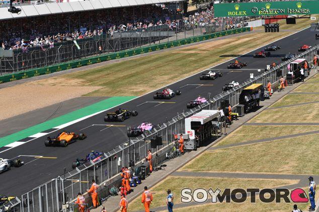Salida de la carrera del GP de Gran Bretaña 2018 - SoyMotor.com
