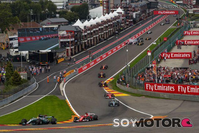 Salida de la carrera del GP de Bélgica 2017 - SoyMotor.com