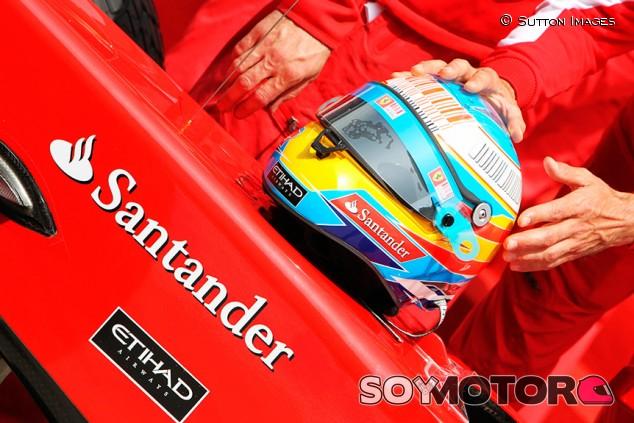 Gran subasta Ferrari: dos cascos de Alonso y Schumacher y... ¡un V12! - SoyMotor.com