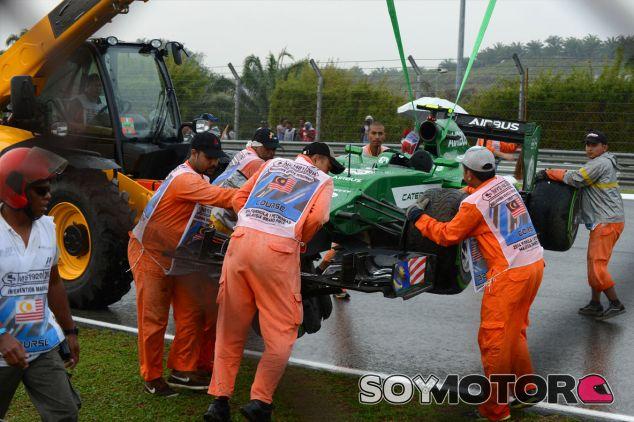 Comisarios retiran el Caterham estrellado de Marcus Ericsson - LaF1