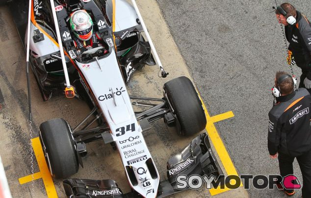 Celis durante un test en Barcelona con Force India - SoyMotor