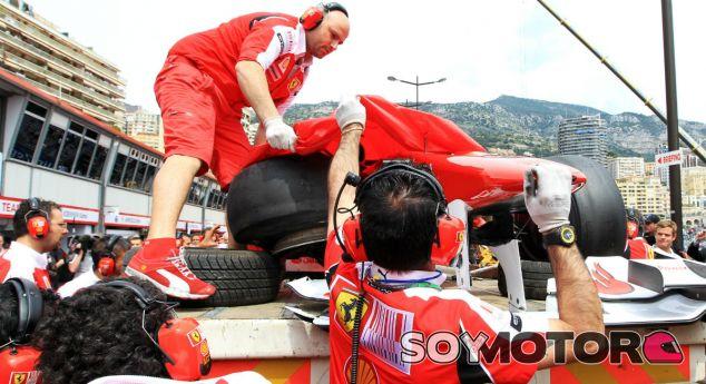 El coche de Fernando Alonso tras el accidente que le impidió participar en la clasificación - LaF1