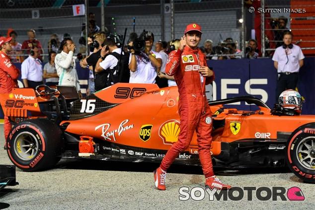 Charles Leclerc celebra la Pole del GP de Singapur F1 2019 - SoyMotor.com