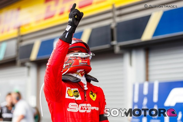 Charles Leclerc celebra la victoria en el GP de Bélgica F1 2019 - SoyMotor.com