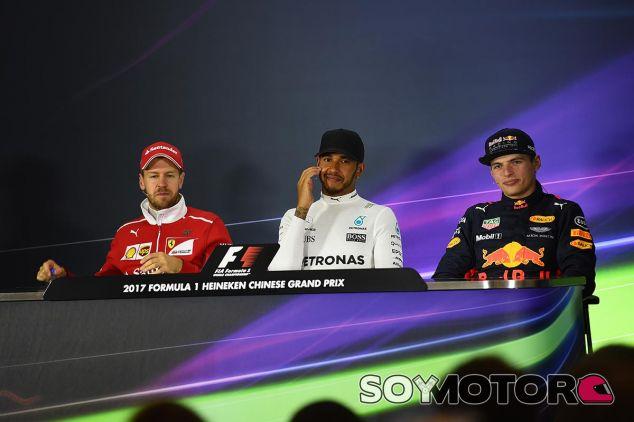 Vettel, Hamilton y Verstappen en la rueda de prensa de la FIA - SoyMotor