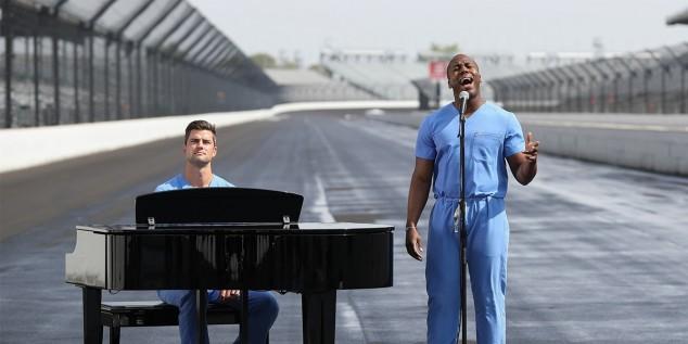 Dos cirujanos serán los encargados de cantar el himno en Indianápolis - SoyMotor.com