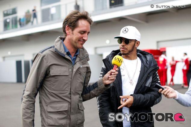 Tom Clarkson y Lewis Hamilton – SoyMotor.com