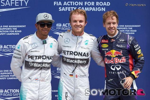 Nico Rosberg posa junto a Lewis Hamilton y Sebastian Vettel después de la clasificación de Canadá - LaF1