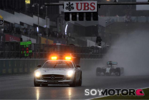 El coche de seguridad fue protagonista en Suzuka - LaF1
