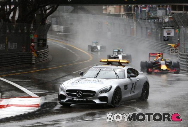El coche de seguridad se mantuvo en pista hasta la vuelta 7 - LaF1