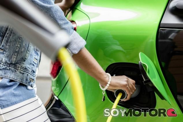 La industria española está preparada para la llegada del coche eléctrico, según Reyes Maroto - SoyMotor.com