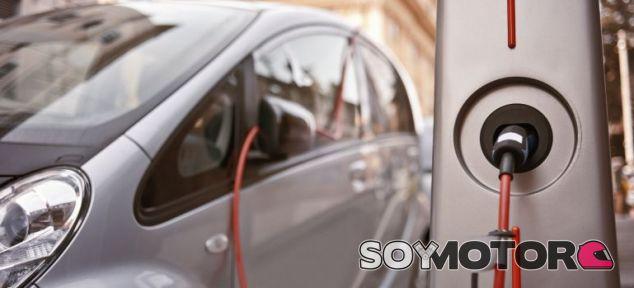 El Gobierno frena el avance del coche eléctrico - SoyMotor.com