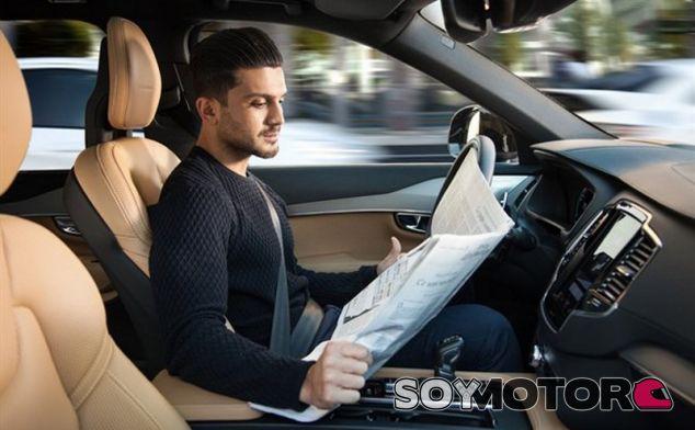 Los conductores lo tienen claro: ¡antes el coche al smartphone! - SoyMotor.com