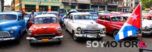 Varios 'almendrones' en La Habana - SoyMotor.com
