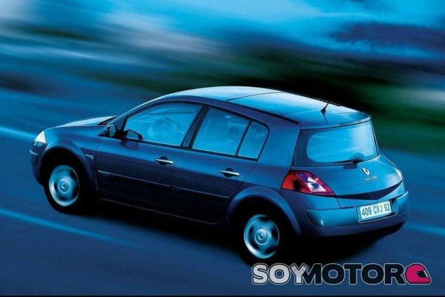 El coronavirus dispara la demanda de coches de segunda mano baratos - SoyMotor.com