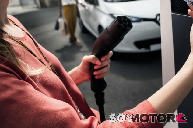 Los coches eléctricos serán más baratos que los de combustión la próxima década - SoyMotor.com