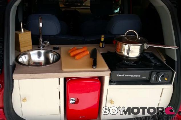 Una cocina en el maletero de un Peugeot Ion - SoyMotor.com
