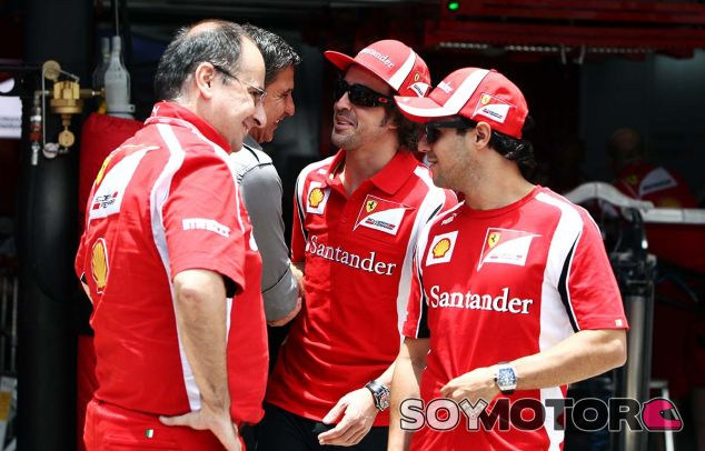Luca Colajanni (izquierda) con Enrico Zanarini, Fernando Alonso y Felipe Massa - LaF1