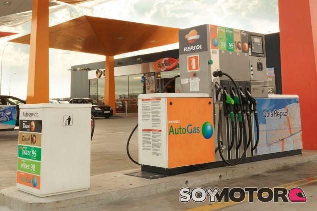 ¿Más impuestos a los combustibles para limitar las emisiones? - SoyMotor.com