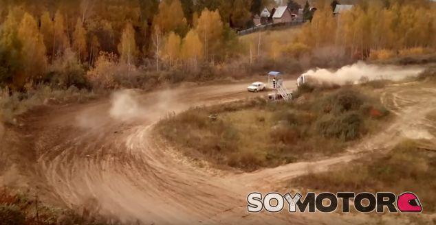 Fallece un comisario de pista durante un rally de clásicos en Siberia - SoyMotor.com
