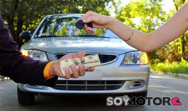 Compro tu coche: el timo del cartel en el parabrisas - SoyMotor.com