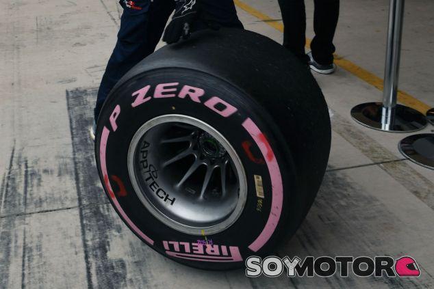 Neumático rosa durante el GP de Estados Unidos 2017 - SoyMotor.com