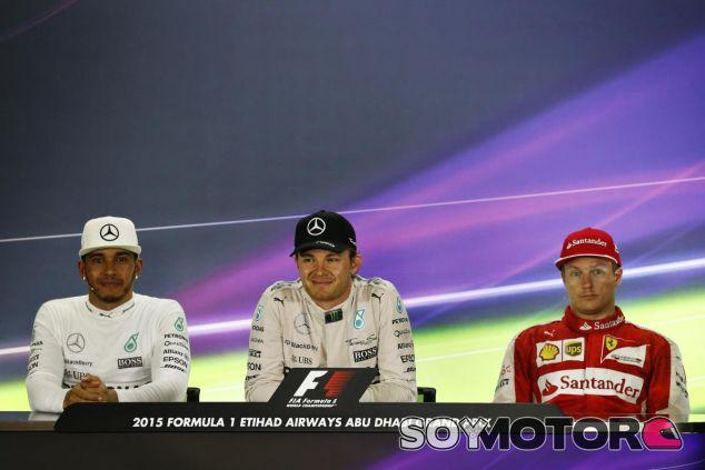 Hamilton y Räikkönen flanquean al vencedor de la última carrera de la temporada - LaF1