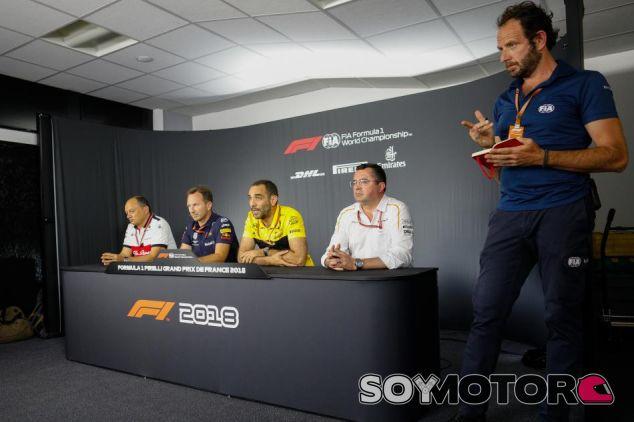 Fréderic Vasseur, Christian Horner, Cyril Abiteboul y Éric Boullier en Paul Ricard - SoyMotor.com
