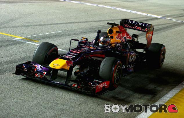 Sebastian Vettel cruza la línea de meta como vencedor de Singapur - LaF1