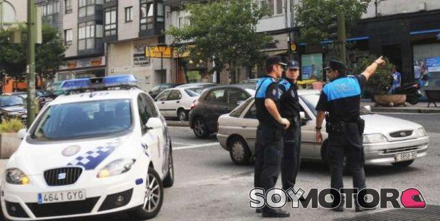 Condenado a nueve meses de cárcel por 'picarse' con un coche de policía - SoyMotor.com